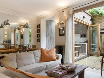 Photo for A Chelsea Retreat - Elegant Flat with Sunny Patio Garden