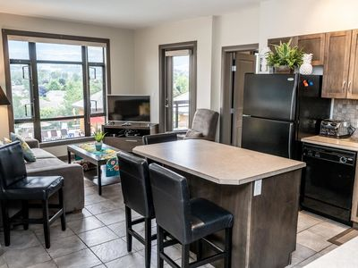 Photo for 2 Bed 2 Bath Corner Unit Overlooking Pool #501