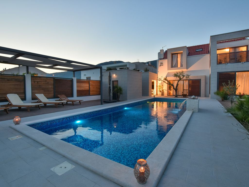 Modern villa Greta with a swimming pool, jacuzzi ... - 8422597