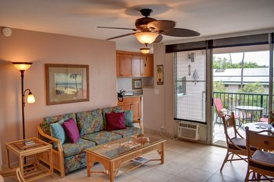 Living space opens up the lanai