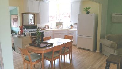 Homeaway from Home- Clean Cottage Styled Home-30 minutes to Malibu & Universal