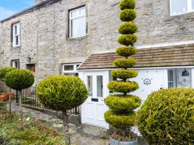 Photo for MANNA COTTAGE, romantic in Grassington, Ref 921221