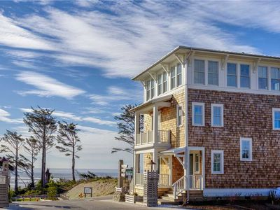 Photo for Head in the Clouds: 2 BR / 2.5 BA seabrook in PACIFIC BEACH, Sleeps 4