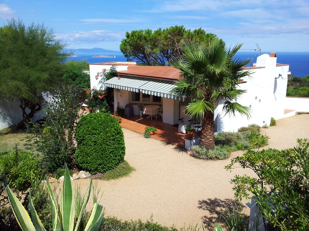 bc101e74ebe1 THE ANNEX. Tranquil bungalow gîte in hills above Begur with amazing views -  Begur