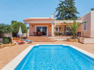 Photo for Villa with air con, Wi-Fi, pool + PS3, good for families with teenagers