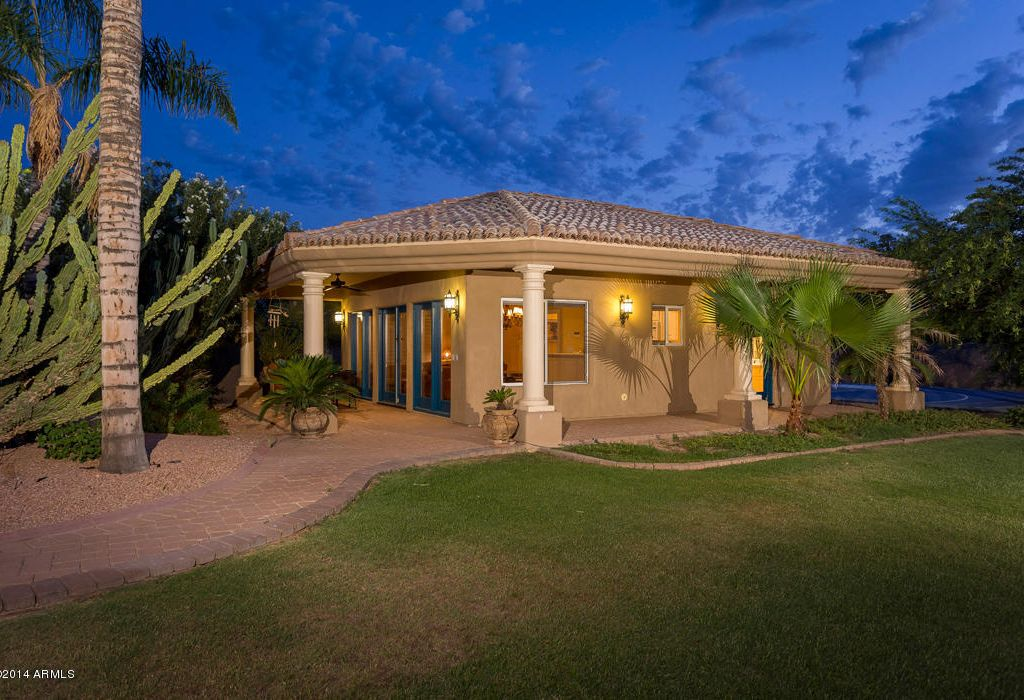 Luxury tuscan estate in paradise valley with guest house for Tuscan view guest house