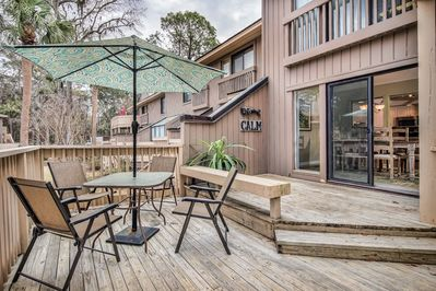 Private Deck - Enjoy meals on the private deck at the table for 4.