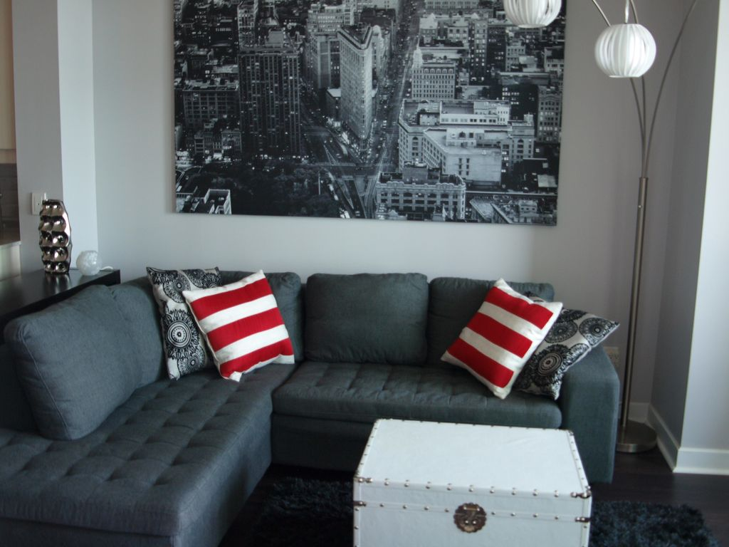 UPSCALE HARBOURFRONT CONDO IN DOWNTOWN TORONTO