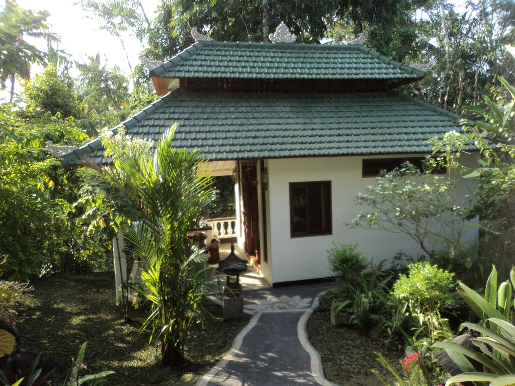 Garden chalet the lush residence for your vacation homelidays for Lotus garden meditation center