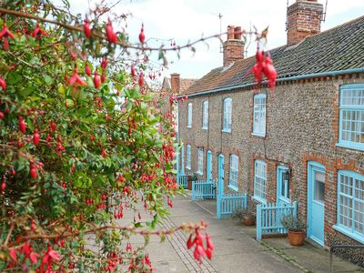 Photo for 6 Town Steps, Aldeburgh - sleeps 3 guests  in 2 bedrooms