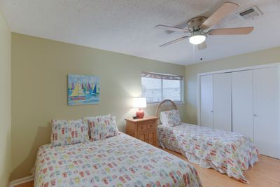 Queen bed and Twin bed in the 2nd Bedroom.