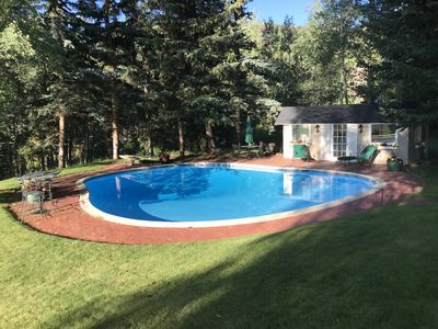 Photo for Beautiful, Large Family-style Pet-friendly Retreat  with pool. Walk to Lift!