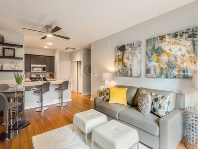 Modern 1 BR Quiet Condo in Seattle center, pool, workout room, FREE parking