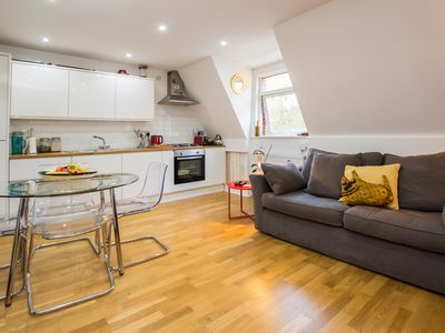 Photo for 2 Bedroom Stylish Apt in East Dulwich, London!