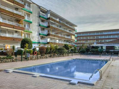 Photo for Nice apartment for 4 people with WIFI, pool, balcony and pets allowed