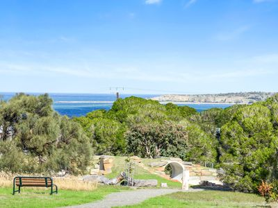 Photo for Captures gorgeous views across the sea, to Granite Island and The Bluff