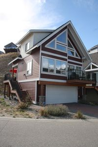 Front exterior faces Lake Okanagan.