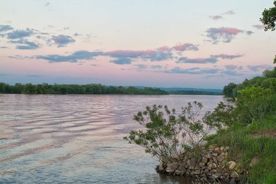 Explore the Mississippi River from this vacation rental studio in De Soto!