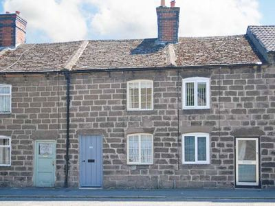 Photo for BOBBIN COTTAGE, pet friendly, with open fire in Cromford, Ref 923214
