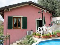 Lovely house in nice quiet area, with beautiful views and easy access to towns and coast.