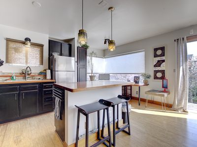 Work and Play! - 2 bedrooms- Sleeps 4- Lots of desk space and best area of town