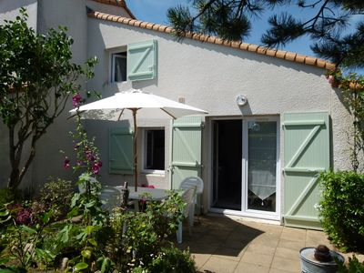 Photo for 800 m from the beach Beautiful villa in residence with swimming pool.