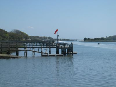 THRUSH COTTAGE HAS FULL ACCESS TO BOTH PIERS & BOAT RAMP