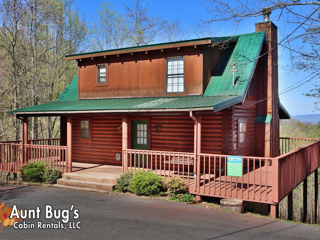 Cabin in between gatlinburg and pigeon forg vrbo for Mountain view cabins pigeon forge tn