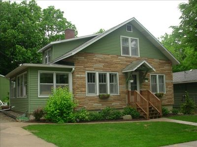 Charming Downtown Cottage, Perfect for Large Group Get-Aways!