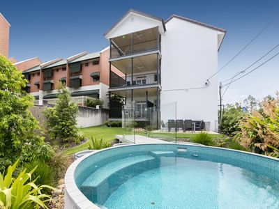 Photo for Carrington Manor Apartments - Oversized apartment/5 bedrooms/ sleeps 9