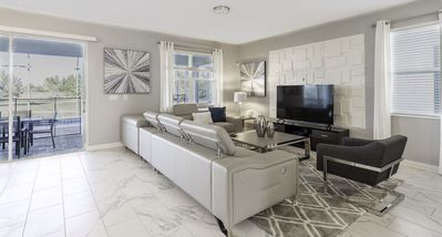Themed and Spacious 9 bed ChampionsGate Home
