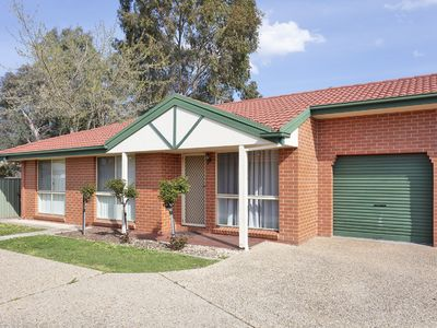 Photo for Convenient, comfortable, and quiet townhouse in East Albury