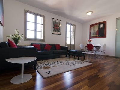 Photo for Spacious Torres Rojo apartment in Gràcia with WiFi, integrated air conditioning (hot / cold) & balc…