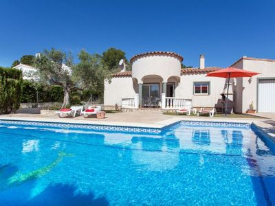 Photo for 4 bedroom Villa, sleeps 9 with Pool, WiFi and Walk to Beach & Shops