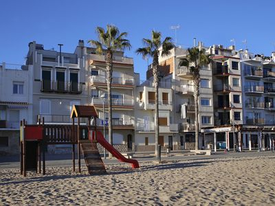Photo for AT076 BAIX A MAR: Apartment on the seafront for 6 people