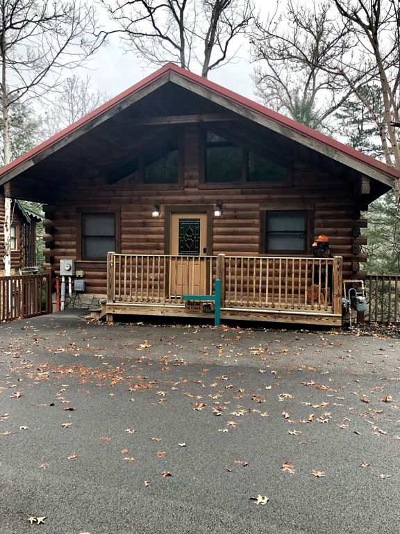 Out on a limb 1 bedroom cabin just minutes away from for Cabins near downtown gatlinburg
