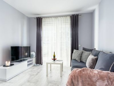 Photo for Cosy one bedroom apartment near the sea