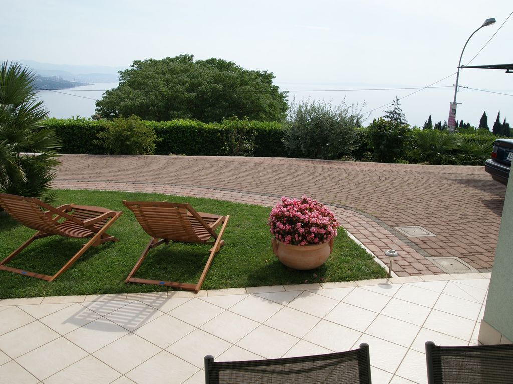 apartment with terrace sea view and parking in your own backyard