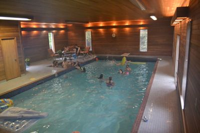 6 bedrooms and your own private indoor pool, spa, sauna & gym! - Edmonton