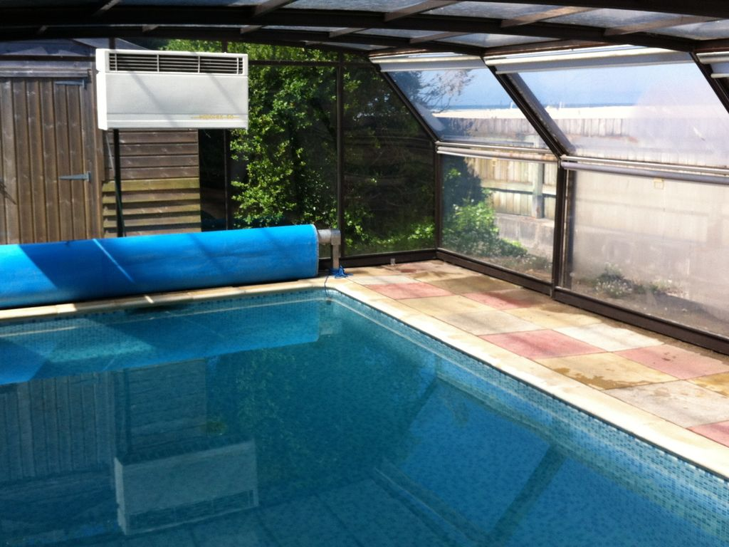 Stunning sealocation private pool hot tub free parking for Private indoor swimming pools