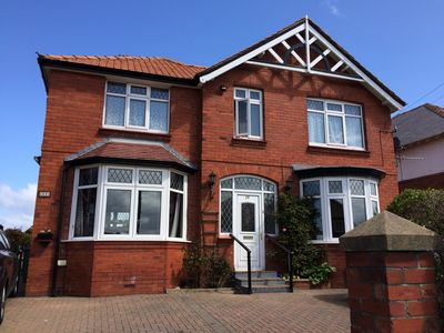 Photo for Family/pet friendly, 6 bed/6 bath with sea views, garden, parking, Sky in Whitby