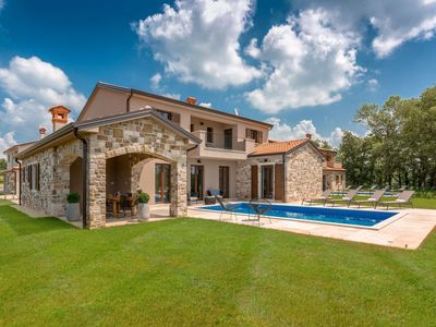 Photo for Stunning villa with pool, near Motovun, 30 minutes drive to the beach
