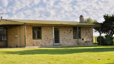 Photo for Nanda Farm Cottage - panoramic lake views