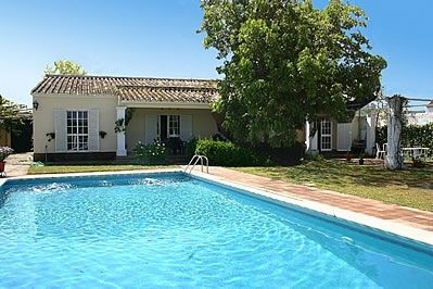 Photo for 4 bedroom Villa, sleeps 8 in Palma del Río with Pool, Air Con and WiFi