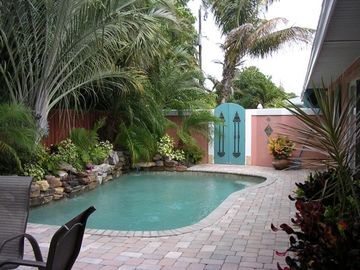 Contemporary Beachhouse 2 BR/2 BA with Pool - 1.5 Blocks to Beach