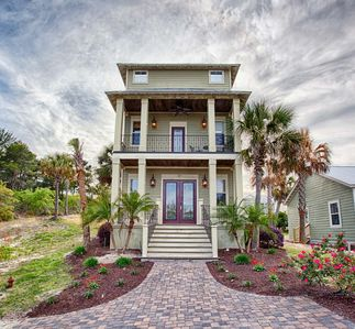 Photo for Luxurious & Spacious Home- Huge Community Pool! Short Walk to Beach!