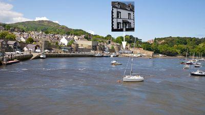The finest location in Conwy,  5m from beach, 100m from Edward I castle!