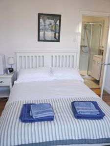 Photo for 15mins to London Bridge. Recently refurbished B&B style double bedroom & ensuite