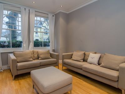 Photo for Spacious family home, perfect for big groups, in peaceful Fulham (Veeve)