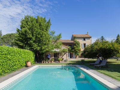 Photo for Provencal farmhouse in the countryside. Wooded and enclosed park with swimming pool, not overlooked.
